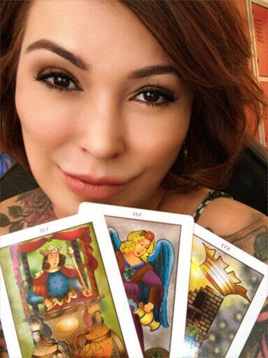 Consulta as cartas do tarô com Glaucia Carvalho